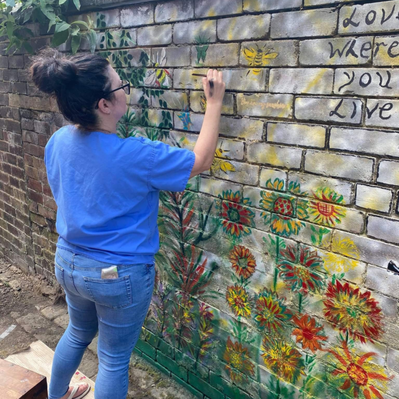 Vicky paints the town